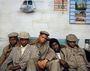 Pieter_Hugo_Loyiso-Mayga-Wandise-Ngcama-Lunga-White-Luyanda-Mzanti-et-Khungsile-Mdolo-apres-leur-rite-dinitiation-Mthatha-2008