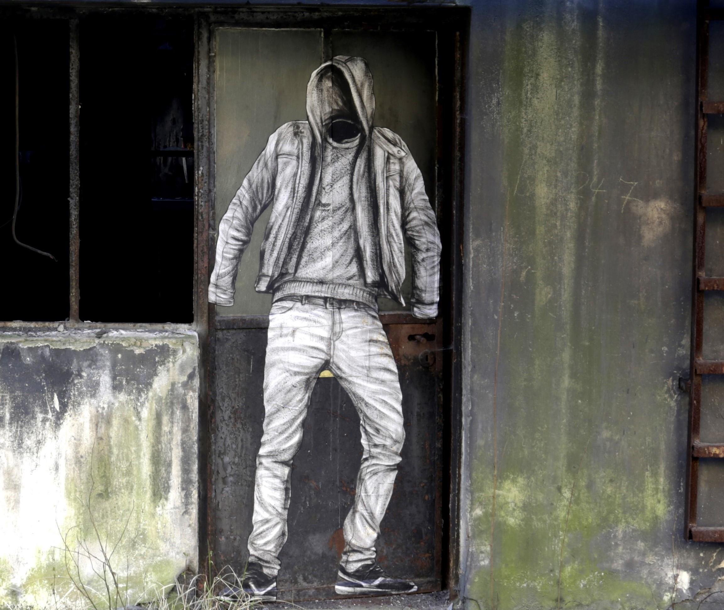 l'intrus levalet urban art biennale artistik rezo paris