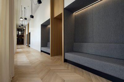 Vue du couloir de l'espace Art Education