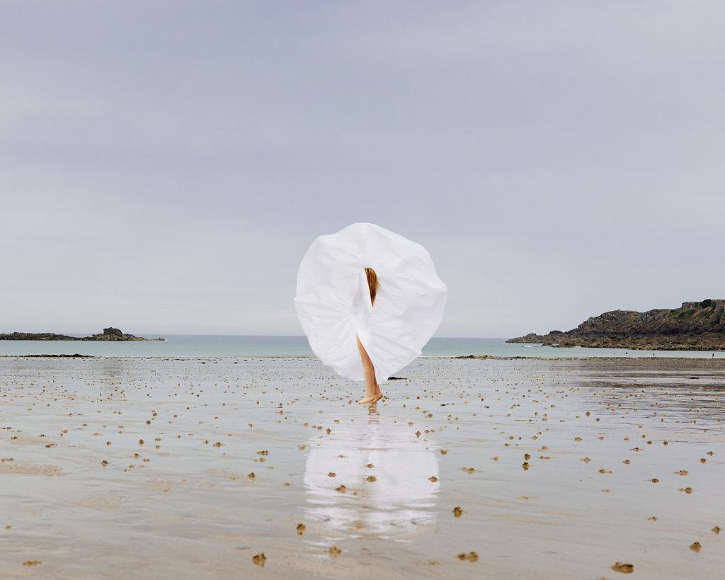 Maia Flore, pour l'art à l'ouest, Espace vital, 120x150cm, édition de 5 © Maia Flore, VU'