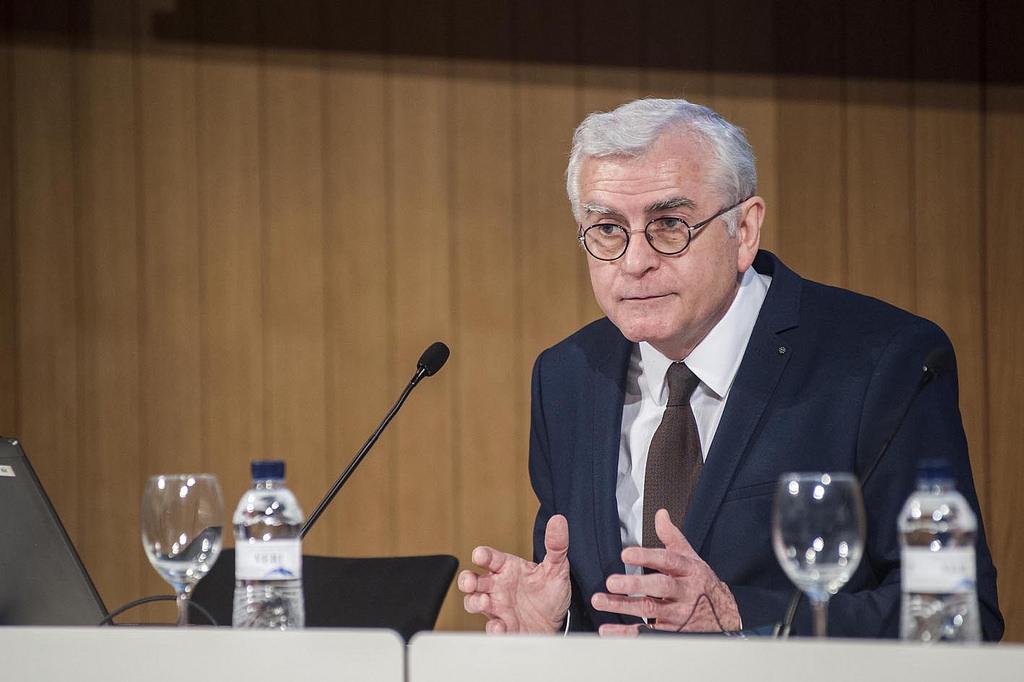 (c) Javier García-Die